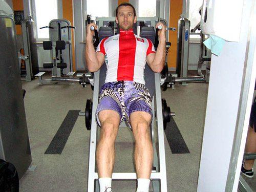 Zjazdowiec na siłowni