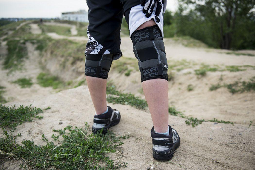 Ochraniacze na kolana O'Neal Sinner Kevlar Knee Guard 2017