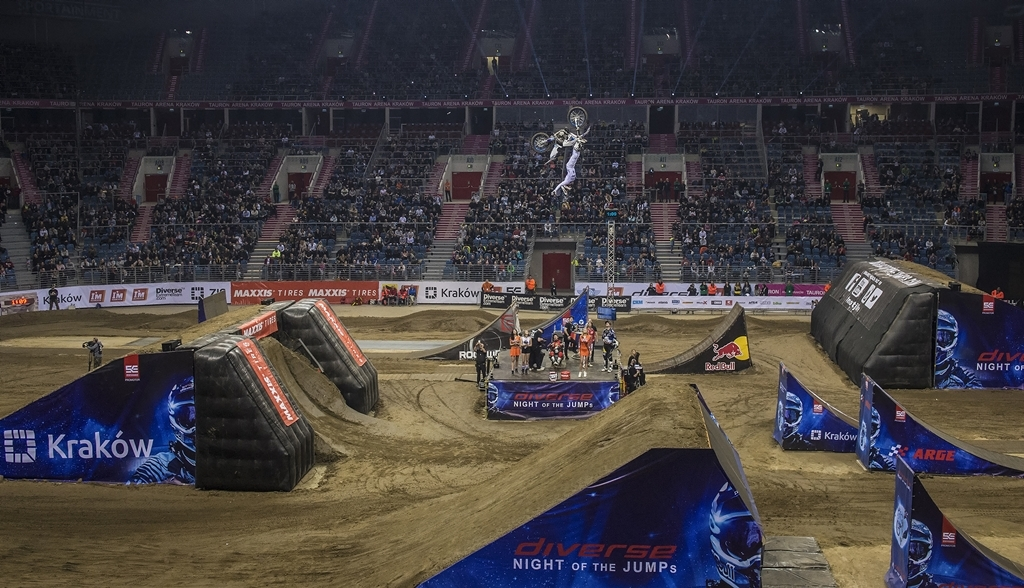 Diverse NIGHT of the JUMPs: oficjalna relacja video